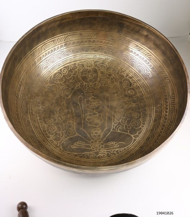 Large singing bowl approx. 8 kg. - Bronze - Nepal - Late 20th century