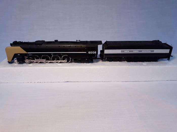 "Bachmann H0 - Steam locomotive with tender - 4-8-4 T ""Niagara"" - New York Central"