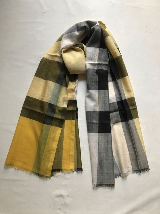 Burberry Wool and silk scarf
