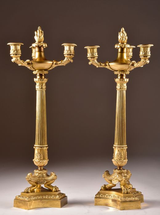 Pair of fire-plated candlesticks (2) - Empire - Bronze (patinated), Gilt, Ormolu - Early 19th century