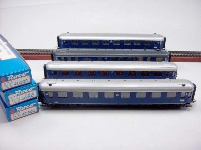 Roco H0 - 44284/44282/44282/44291 - Passenger carriage - Strain of 4 NS plan D carriages with 3 separate lighting sets - NS