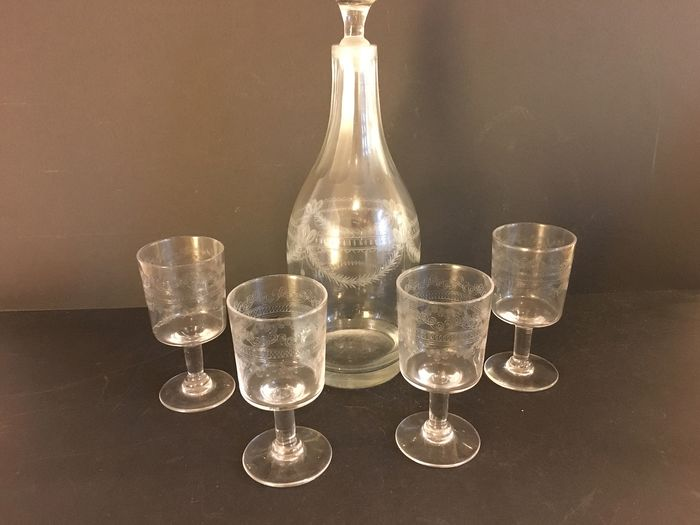 old glass carafe with 4 glasses of Louis XVI - Louis XVI - Blown glass