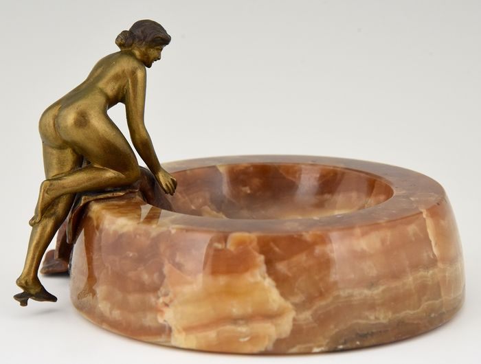 Weens brons - Art Nouveau dish with bathing nude