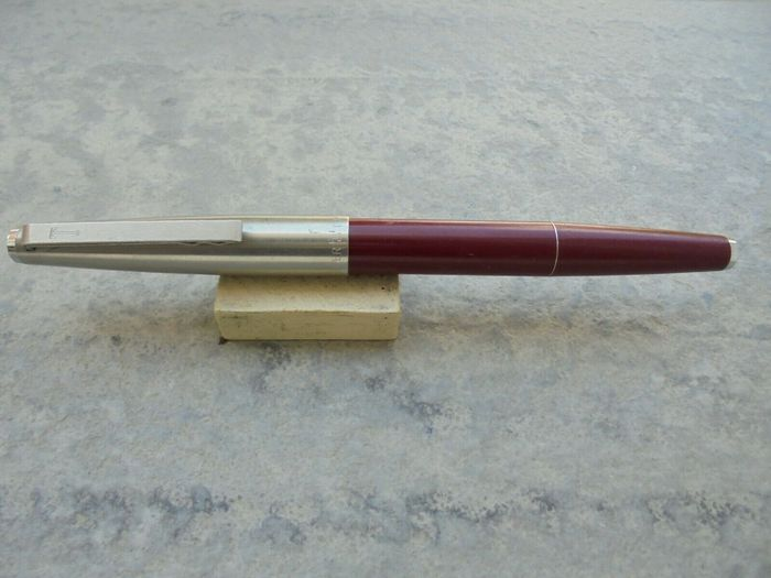 Super T - Fountain pen - Super t pen is the burgundy or garnet olympia
