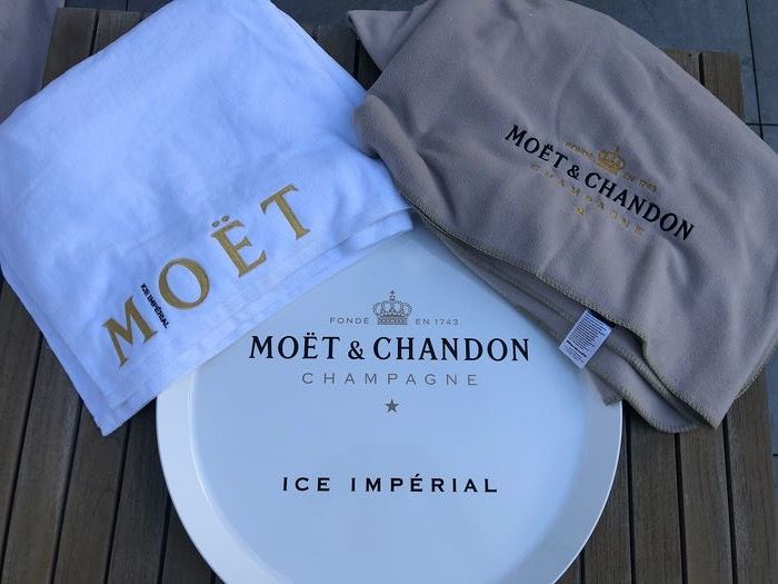 Moët et Chandon Picknick blanket, Beach towel and 1 serving tray  - Champagne