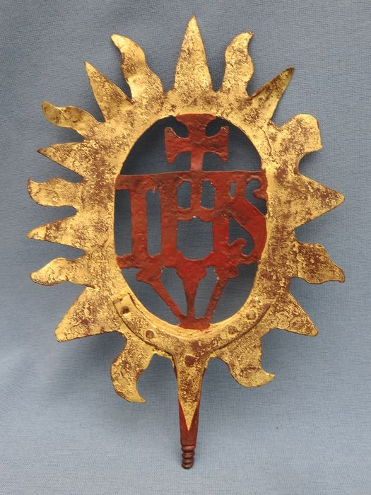 I.H.S. Procession stand (1) - Baroque - Iron - gilt and painted - 17th century