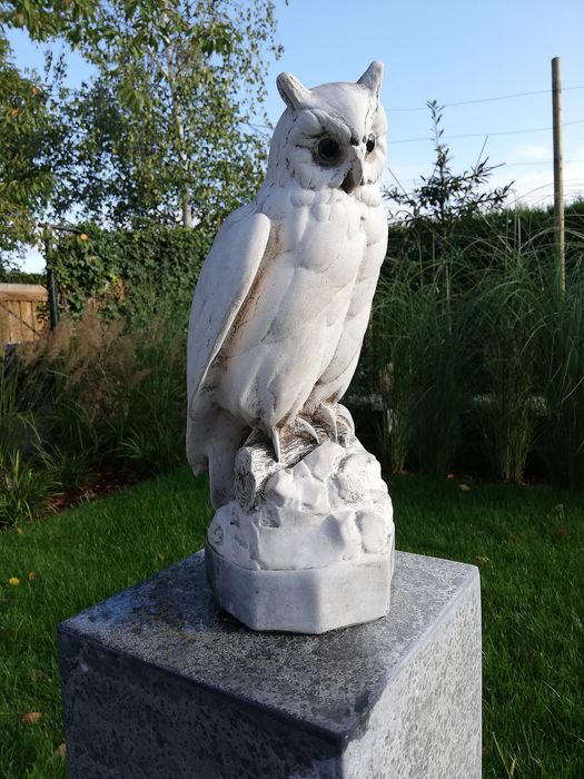 owl - Cast stone (probably cast marble)