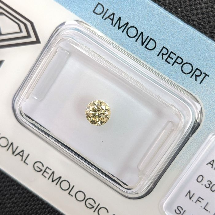 Diamond - 0.30 ct - Brilliant - fancy light yellow - SI1, IGI Antwerp - No Reserve Price
