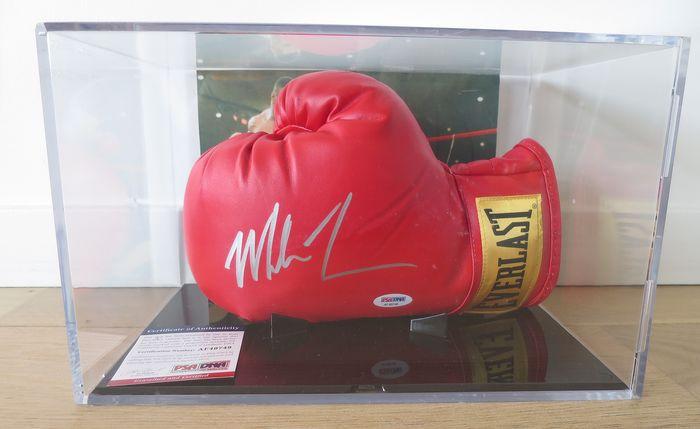 Mike Tyson - Boxing glove
