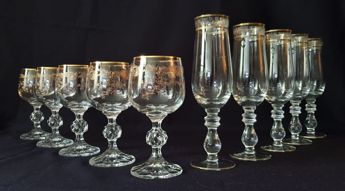 Set of 5 Champagne glasses and 5 Wine glasses decorated in gold. (10)