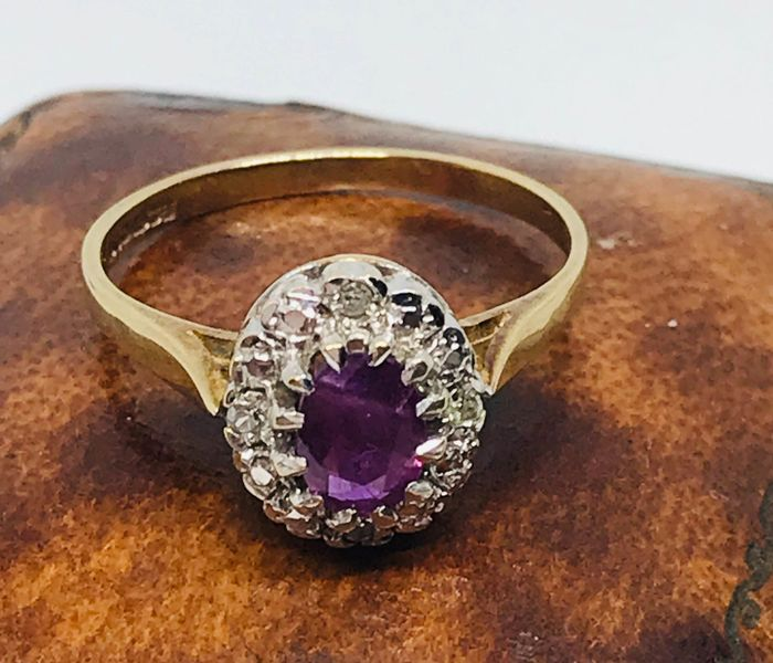 .375 Goud - Ruby en diamanten ring Robijn
