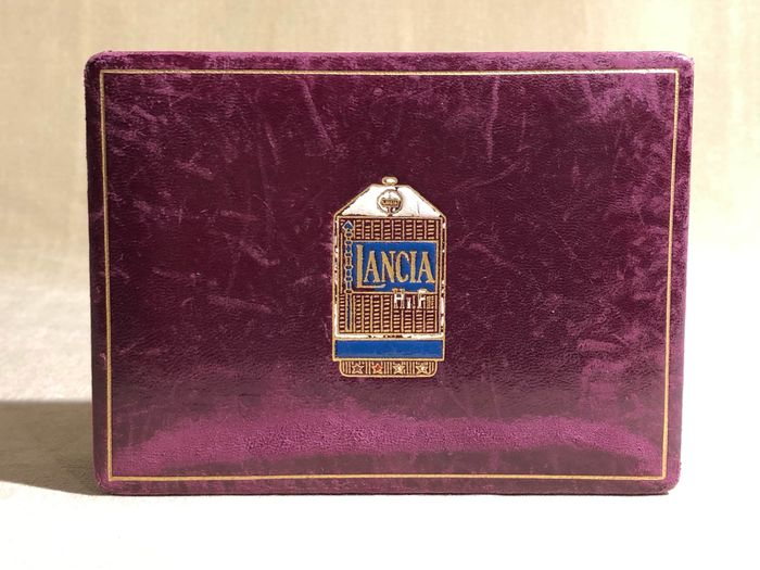 Lancia HF box wood and leather radiator figure with emblem - Lancia - 1940-1950