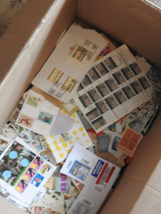 World 1870/2018 - More than 16 kilograms of stamps on paper, many with unique cancellations