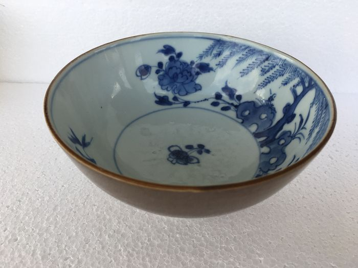 Cuenco con pie - chocolate - Porcelana - Dinastía Quing - China - Qianlong (1736-1795)