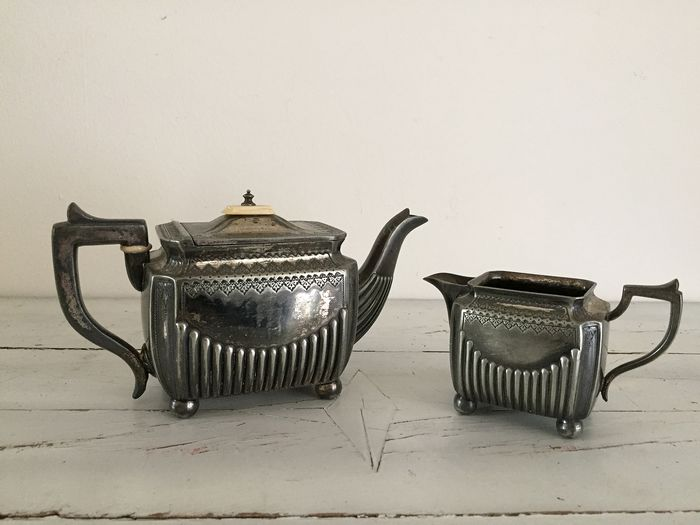 Silvered teapot and milk jug England at the end of 1800 (2) - Silverplate