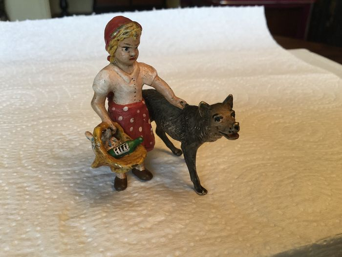Sculpture, Bronze of Vienna - Little Red Riding Hood and the Wolf - Bronze (cold painted) - Early 20th century