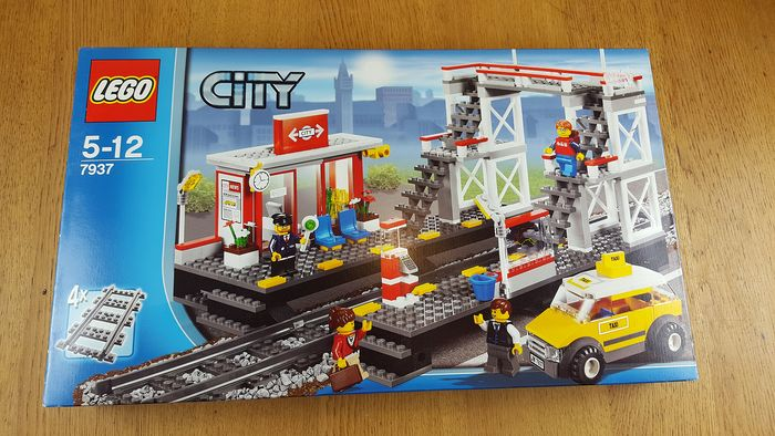 LEGO - City - Train 7937 - Train Station Toys LEGO for sale