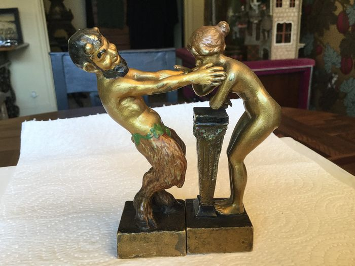 Sculpture, Bronze Vienna - 2 stunning pieces depicting 1 naked woman and wildlife - Bronze (cold painted) - First half 20th century