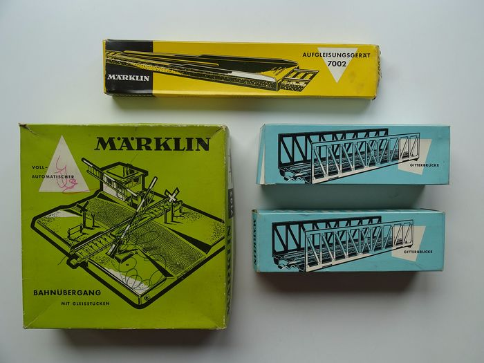 Märklin H0 - 7002/7162/7192 - Attachments, Scenery, Tracks - Fully automatic level crossing with 2x Runway ramp