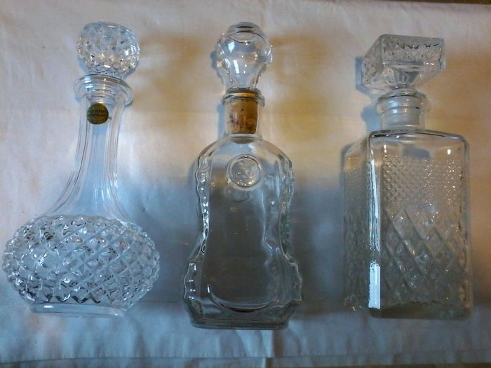 Remy Martin & Co - Cristal D'Arques - Merk onbekend - Decanter, Decanter - (3) - Crystal, Glass (stained glass), Plastic, Cork