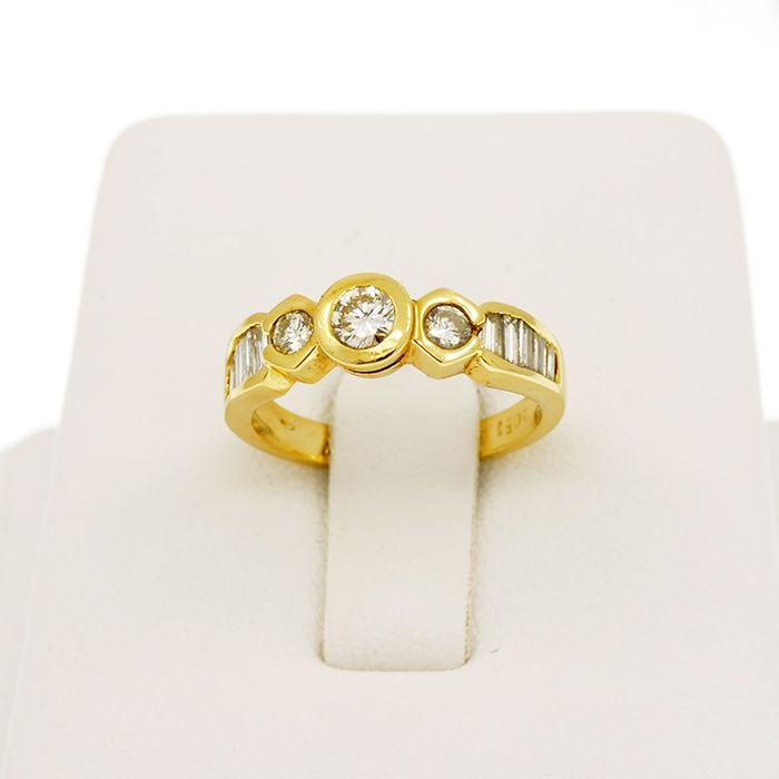 18 quilates Oro amarillo - Anillo Diamantes 0.84 ct