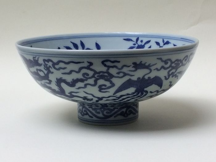 Cuenco con pie - Azul y blanco - Porcelana - China - Siglo XXI