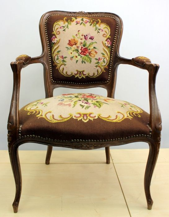 A ladies' armchair with gros point upholstery - Nut