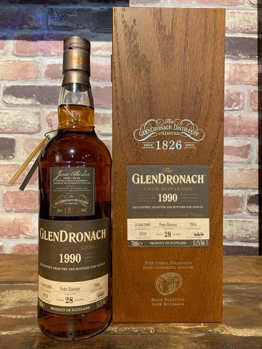Glendronach 1990 28 years old Cask no. 7904 Taiwan Exclusive - One of 666 bottles  - 700ml