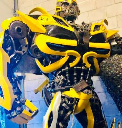 """Transformers (2007) - Large """"Bumblebee"""" replica prop statue, made of real car parts - 2,5 meters high - 1000 pound"""