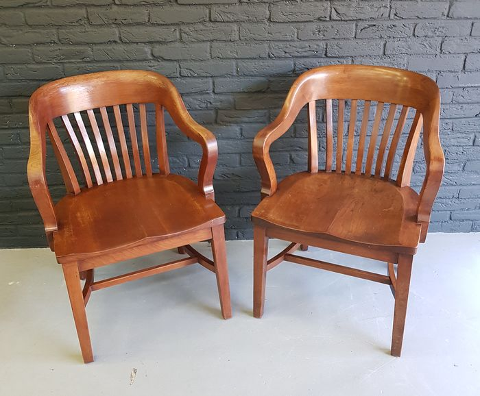 Wagner-Henzy-Fischer (Cleveland / Ohio) - Set of courtroom chairs (2)