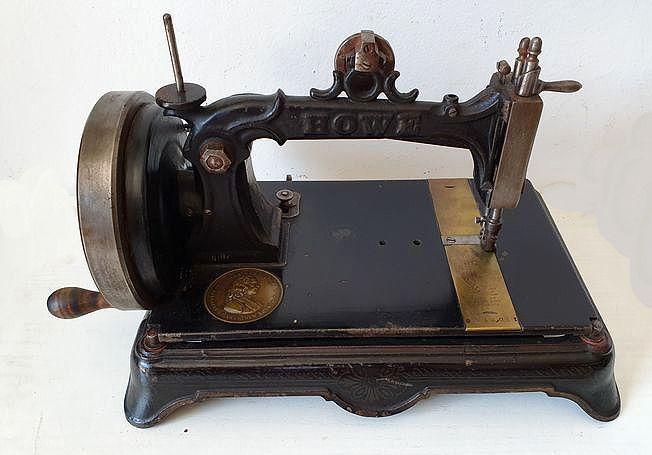 Howe Machine Company - Ancient sewing machine, ca.1880 - Table model all in black cast iron with