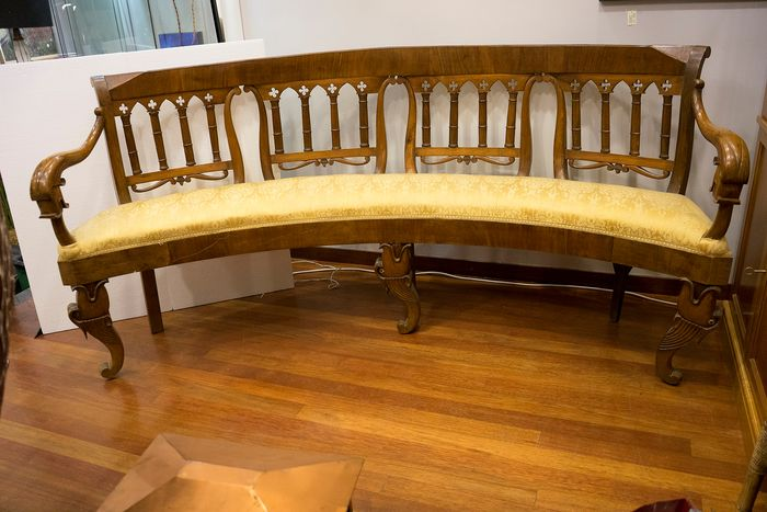 Large curved bench - in the Fernandino manner - Walnut - Circa 1830 - 1835