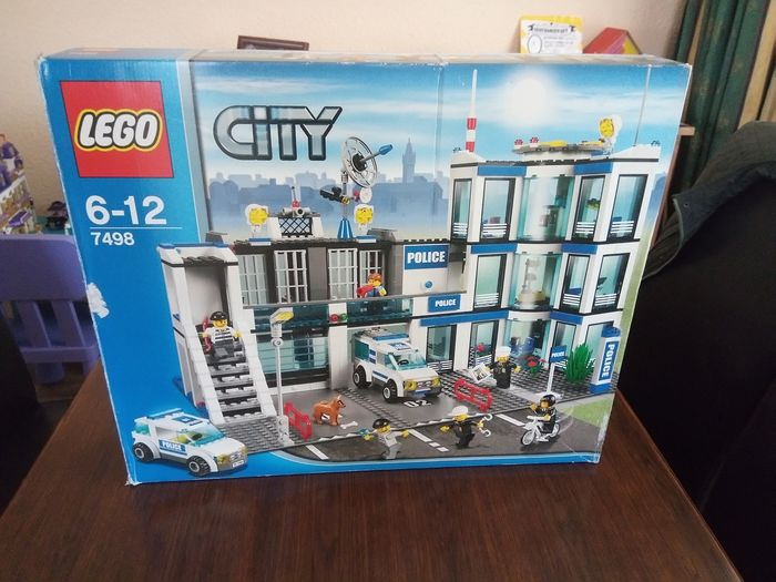 LEGO - By - 7498 - Police Station