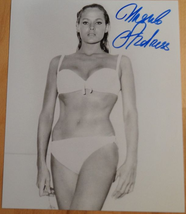 James Bond - 007 - Bond Girl -Ursula Andress in Dr. No - hand signed with COA  b' bc - Autograph, Photo