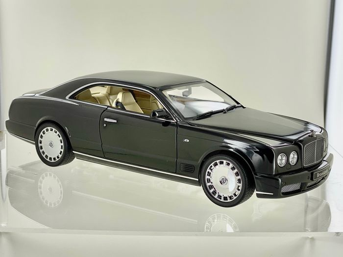 MiniChamps - 1:18 - Bentley Brooklands - Black