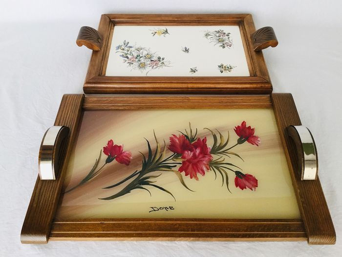 """two beautiful Art Deco trays / trays - Art Deco - With beautiful Artisan floral painting signed """"Done"""" under glass and the other a porcelain"""