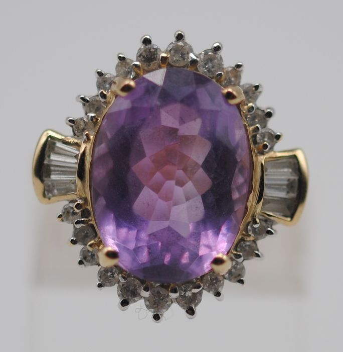 Large Faceted Amethyst (6.50ct) & Diamond (0.40ct) - 9K Gelbgold - Ring