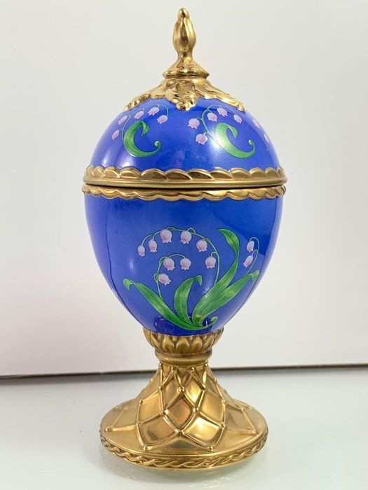 """House of Fabergé - """"Lily-of the-Valley"""" - Handmade gold-plated fine porcelain Musical Egg - Plays Tchaikovsky's """"Dance of the Sugarplum Fairy"""" - Very, very good condition."""