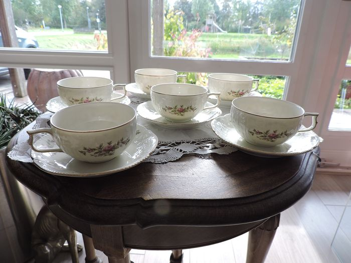 Rosenthal Classic Rose collection cups and saucers (12) - Porcelain