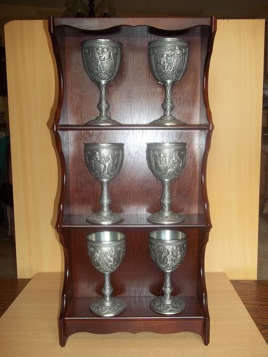 Franklin Mint - Excalibur goblets including hardwood wall display - 1989 - Very, very good condition, like new.