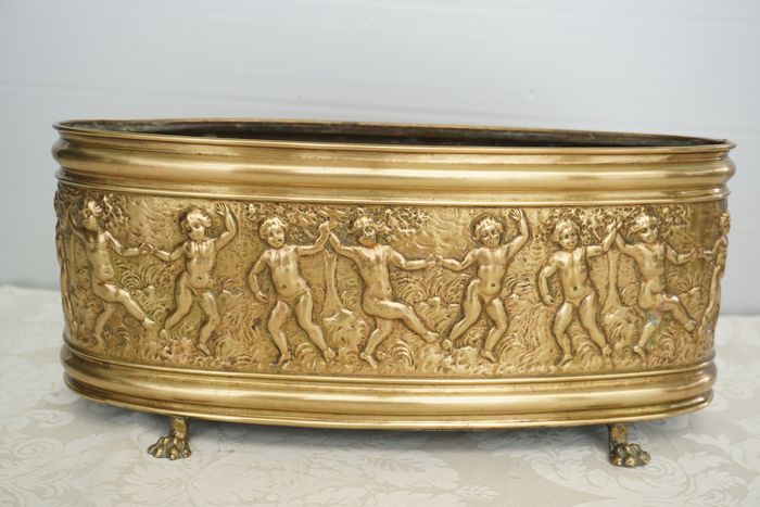 Beautiful brass jarière with dancing putti