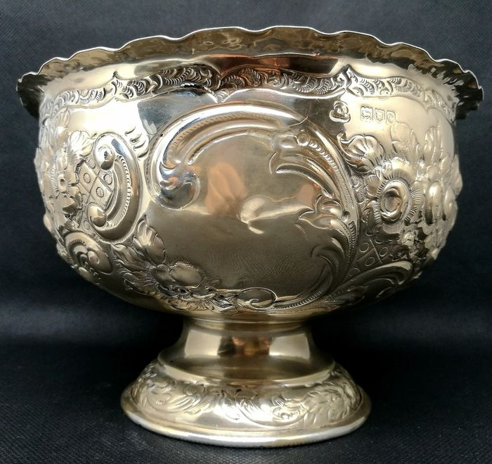 A Victorian Rose Bowl with Floral Decoration - Silver - 1898