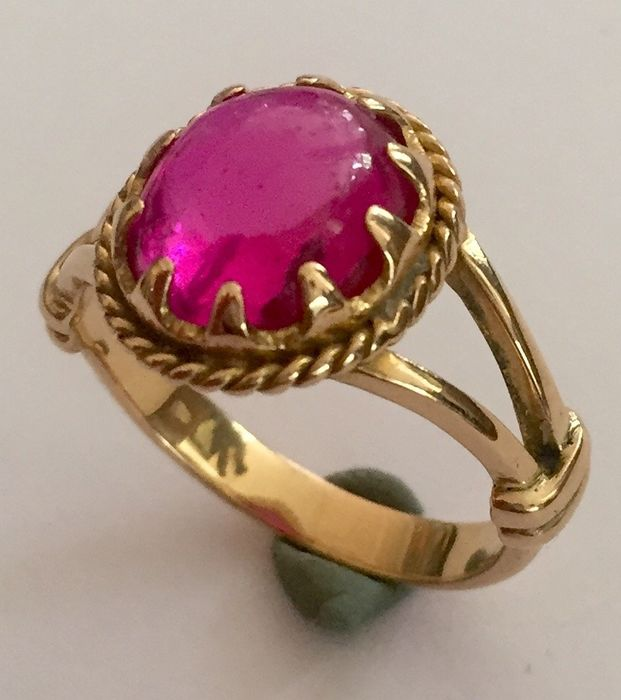 18 kt. Yellow gold - Ring - 8.00 ct synt. ruby