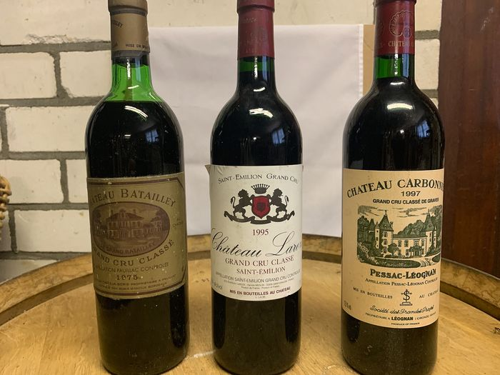 Mixed lot - 1975 Chateau Batailley, 1995 Chateau Laroze, 1997 Chateau Carbonnieux - Pauillac, Pessac-Léognan, Saint-Emilion Grand Cru Classé - 3 Bottles (0.75L)
