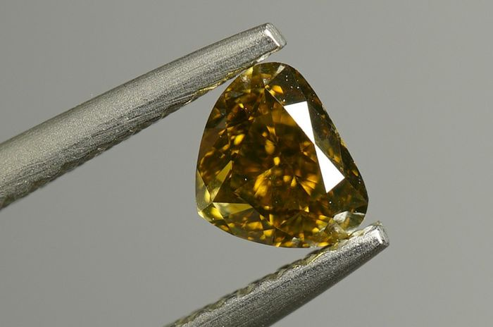 1 pcs Diamant - 0.44 ct - Cleafless Heart - fancy deep brownish greenish yellow - VS2- No Reserve