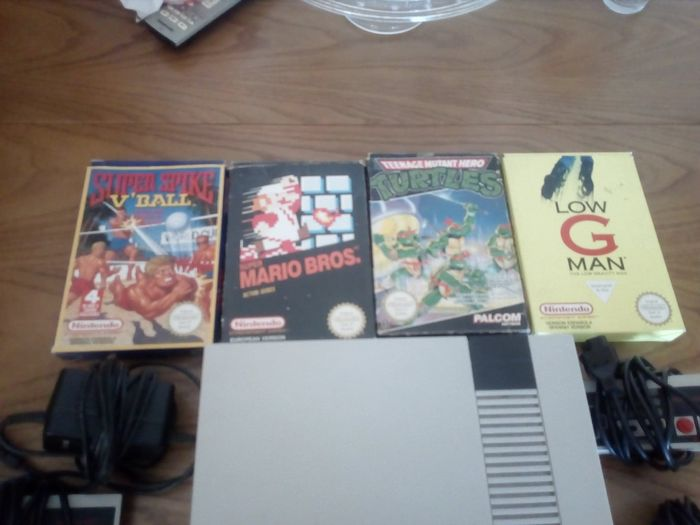 1 Nintendo Nes - Console with games (4) - Without original box