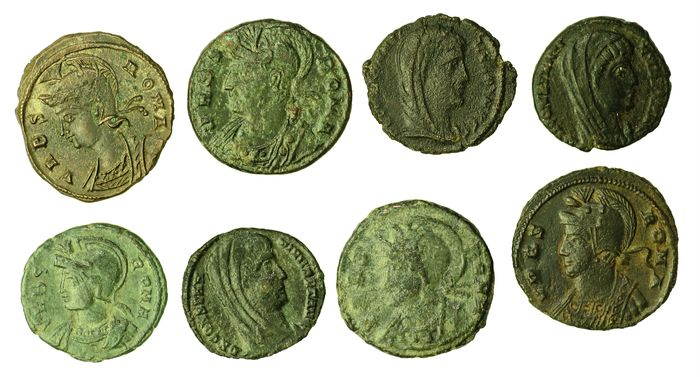 Roman Empire - Lot comprising 8 AE coins, incl: city commemorative series, under Constantine I (AD 306-337) - VRBS ROMA
