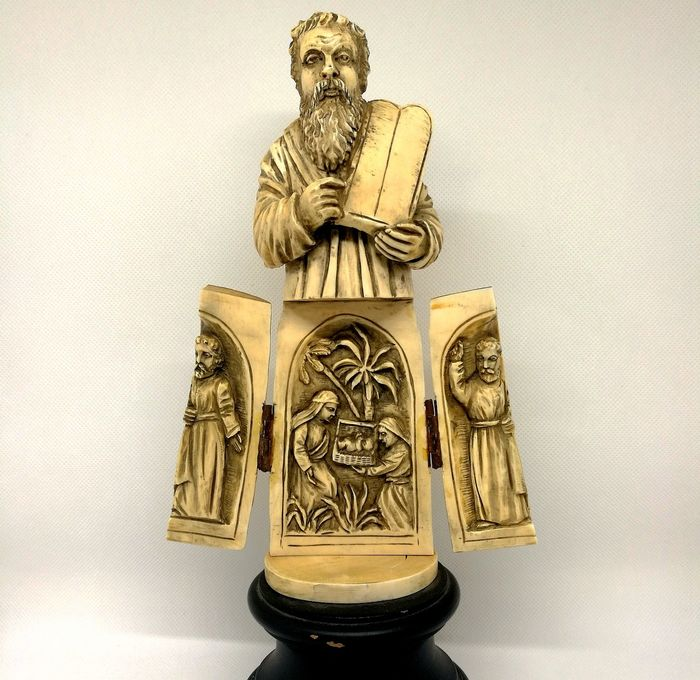 Openable Sculpture Depicting Life Scenes of Moses - Ivory - Nineteenth century