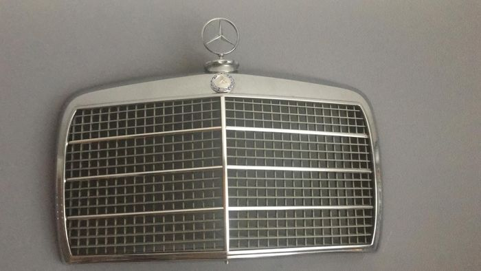 grade do radiador - Mercedes-Benz - W114 W115 - 1972-1979