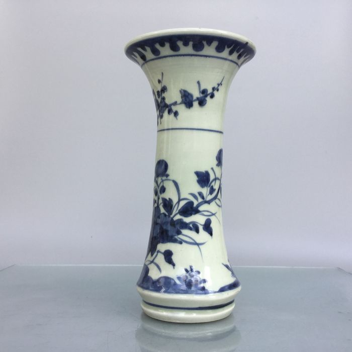 Antique handpotted Qing dyn. Trumpet vase - Blue and white - Porcelain - China - Transitional Period
